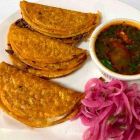 Tacos dorados de birria